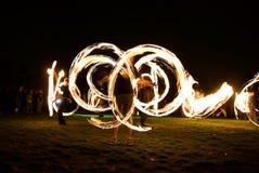 Fireshow auf Gras Stockfotos