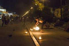 Fireshow bij nacht Stock Fotografie
