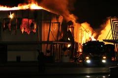 firetruck пожара здания Стоковая Фотография RF