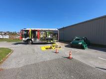 Firetruck avec l'équipement d'urgence sur l'affichage image stock