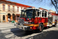 Firetruck del fuego en acometida Imágenes de archivo libres de regalías