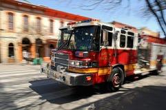 Firetruck del fuoco su sbalzo Immagini Stock Libere da Diritti