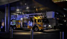 Firetruck en la noche Fotografía de archivo libre de regalías