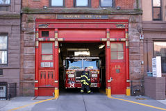 Firetruck in Firehouse-Motor 74, New York City Stockbild