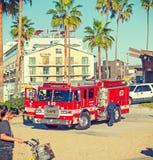 Firetruck i den Venedig stranden Arkivfoto