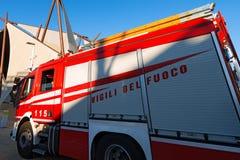 Firetruck italiano rojo y blanco Imagenes de archivo