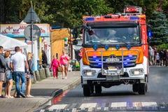 Firetruck przyjeżdża drenować zalewającego teren Zdjęcia Royalty Free