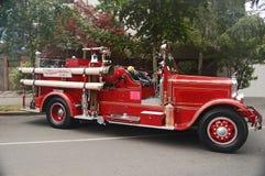 Firetruck rojo brillante fotografía de archivo libre de regalías