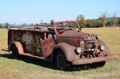 Firetruck rouillé Photos libres de droits