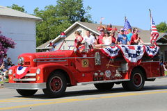 Firetrucken på ståtar Royaltyfria Bilder