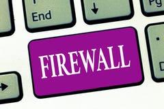 Firewall för handskrifttexthandstil Begreppsbetydelse skyddar nätverket eller systemet från obehörigt tillträde med firewallen arkivbilder