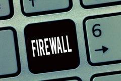 Firewall för textteckenvisning Begreppsmässigt foto att skydda nätverket eller systemet från obehörigt tillträde med firewallen royaltyfri bild
