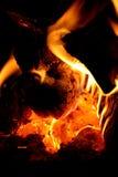 Firewod ardiente en chimenea Fotografía de archivo