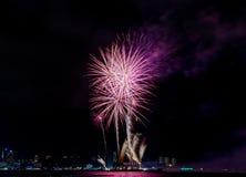 Firewok colorido no festival do fogo de artifício de Internationa em Pattay fotografia de stock royalty free