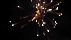 firework Fuoco d'artificio luminoso celebratorio in un cielo notturno Fuochi d'artificio nel cielo notturno di Mosca variopinto Immagine Stock