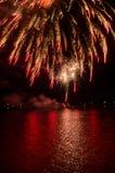 fireworks over water Στοκ φωτογραφία με δικαίωμα ελεύθερης χρήσης