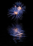 Fireworks reflecting on water Royalty Free Stock Photos