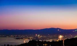 Fireworks See und Berge Stockfotografie