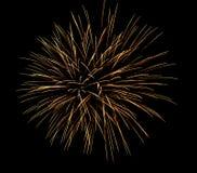 Fireworksfireworks在黑暗的天空背景中,新年庆祝烟花 免版税库存图片