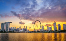 Firey stålor av Marina Bay Sands, Singapore Arkivbilder
