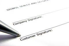 Firma de contrato Foto de archivo libre de regalías