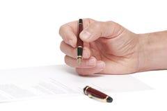 Firma de un documento Fotografía de archivo libre de regalías