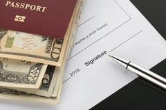 Firma de un documento, espacio para la firma imágenes de archivo libres de regalías