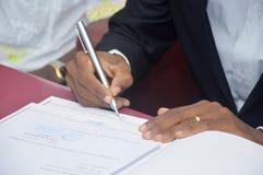 Firma de un hombre casado Imágenes de archivo libres de regalías