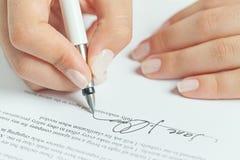 Firma del contratto di affari Immagini Stock Libere da Diritti