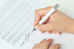 Firma del contratto di affari Fotografie Stock
