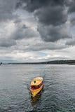 Firma der Schweiz Genf von traditionellen Booten lässt eine Seenavigation laufen Stockbild