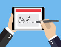 Firma di Digital sulla compressa Fotografia Stock