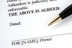 Firma il documento giuridico Fotografie Stock Libere da Diritti