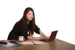 Firma korporacyjny odosobniony portret młoda piękna i pomyślna Azjatycka Koreańska biznesowa kobieta pozuje ufnego uśmiechniętego obrazy stock