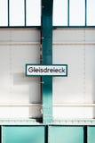 Firme adentro la estación de metro Foto de archivo