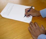 Firme el contrato imagenes de archivo