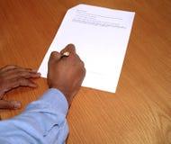 Firme el contrato imagen de archivo libre de regalías