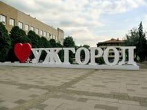 Firme el ` de Uzhhorod del amor del ` I en el cuadrado de Poshtova en Uzhgorod Imagenes de archivo