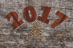 Firme el símbolo del número 2017 en el viejo estilo retro b de madera del vintage Fotografía de archivo