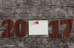 Firme el símbolo del número 2017 en el viejo estilo retro b de madera del vintage Foto de archivo