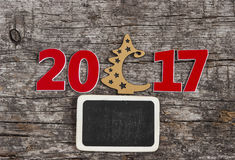 Firme el símbolo del número 2017 en el viejo estilo retro b de madera del vintage Imagen de archivo