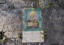 Firme en la pared del ` Anna Institute, escuela de Sant de idiomas en Sorrento, Italia imagenes de archivo