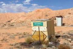 Firme para la oficina de la geología en el desierto, Andamooka, sur de Australia Fotografía de archivo libre de regalías