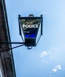 Firme para la policía de Londres en una lámpara de calle Fotos de archivo libres de regalías
