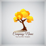Firmengeschäftslogo mit geometrischem gelbem Baum Stockfotos