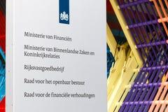 Firmenzeichen am niederländischen Finanzministerium, Ministerium von Inter- Stockfotografie