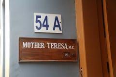 Firmi sull'entrata per generare la Camera, la residenza di Madre Teresa in Calcutta Fotografia Stock Libera da Diritti