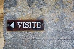 Firmi sulla parete della cattedrale in Viviers che indica Fotografia Stock Libera da Diritti