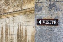 Firmi sulla parete della cattedrale in Viviers che indica Immagini Stock Libere da Diritti
