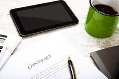 firmi un contratto fotografia stock